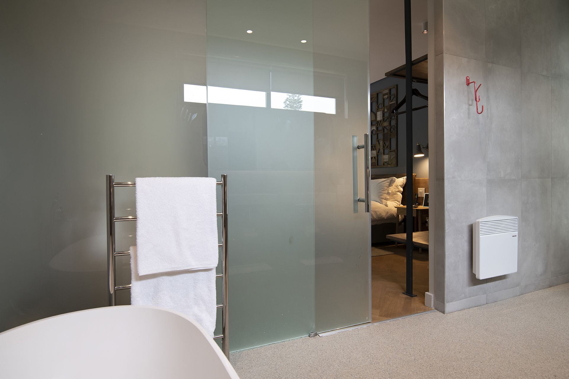 Seamless Glass Room Dividers